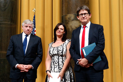 Alan Rusbridger, right, editor of The Guardian, accepts the 2014 Pulitzer Prize for Public Service during an awards ceremony at Columbia University