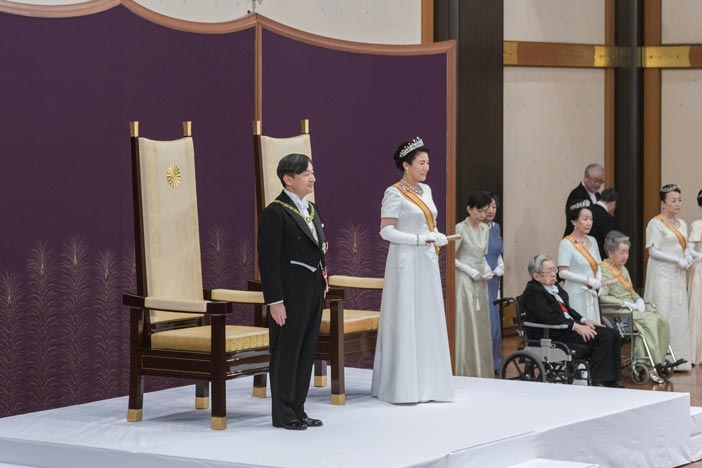 (Above) Emperor Naruhito with Empress Masako receives the Imperial Regalia. (Top) Emperor Akihito and Empress Michiko during the ceremony which ended the thirty year Heisei era.